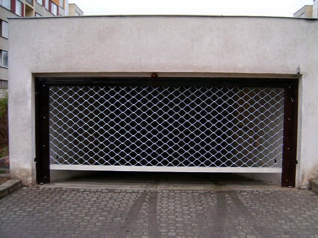 bydlení - garážová vrata